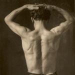 Giuseppe Mozzanica in posa per studio anatomico, non datata, stampa fotografica, 18 x 24 cm Archivio -Fondazione Giuseppe Mozzanica.