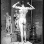 Modello in posa per studio anatomico, non datata, lastra fotografica, 6.5 x 9 cm, Archivio - Fondazione Giuseppe Mozzanica.